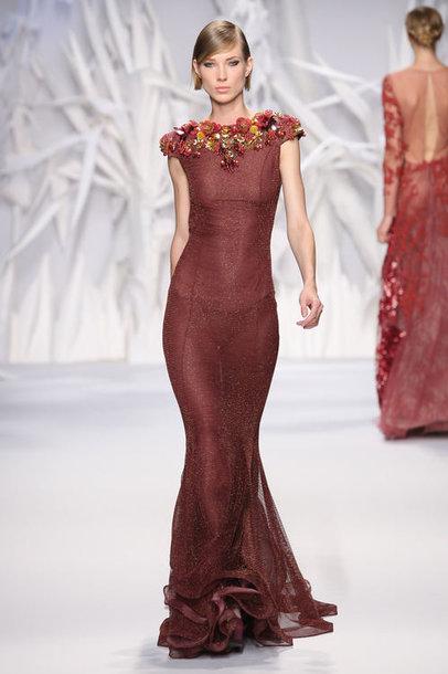 Ieva Šiškutė demonstruoja Abedo Mahfouzo suknią.