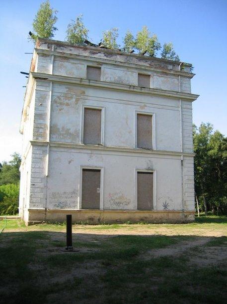 """500 Lt bauda už kultūros vertybės vilos """"Palangos Jūrapilis"""", kitaip vadinama """"Komoda"""" nepriežiūrą."""