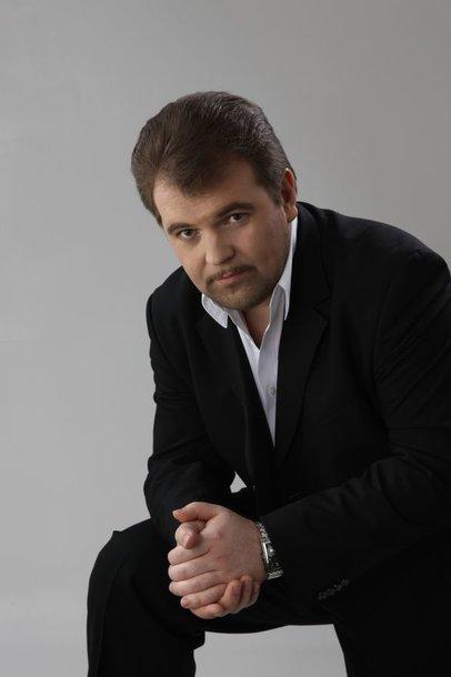 """Kurorte koncertuos vienas profesionaliausių muzikinio televizijos projekto """"Triumfo arka"""" finalininkų tenoras V.Vyšniauskas."""