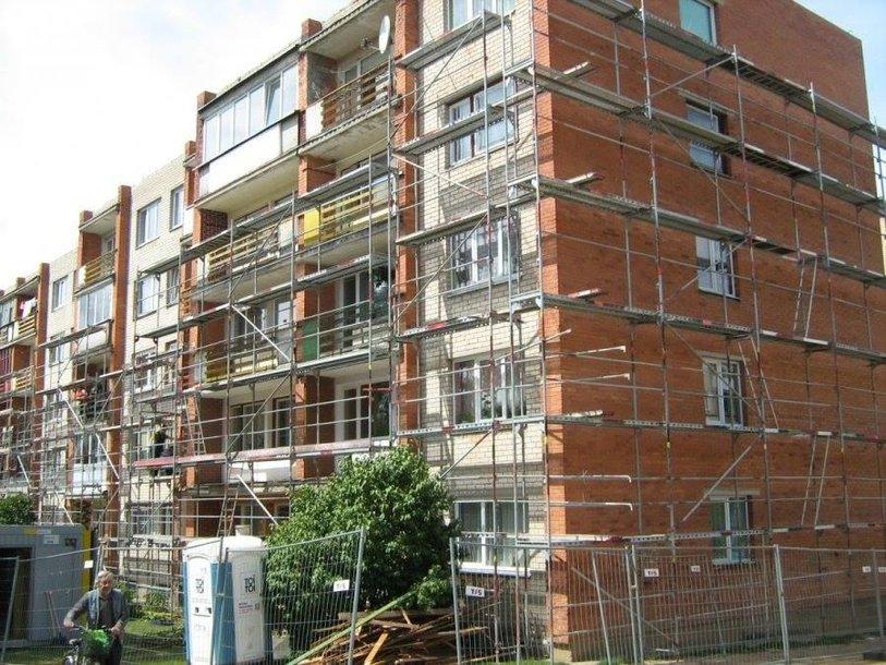 Klaipėdoje, Nidos gatvėje renovuojant daugiabutį statybos darbus vykdžiusi bendrovė bankrutavo.