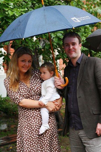 Foto naujienai: Beata ir Tomas Nicholsonai dukrą pakrikštijo lietuviškai