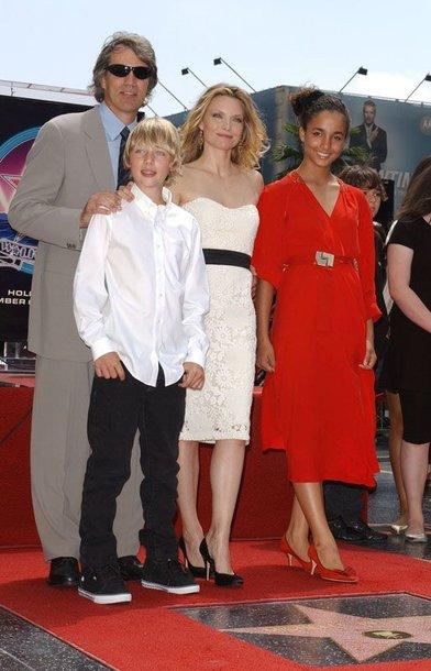 Foto naujienai: Michelle Pfeiffer vyrą laimėjo dvikovoje