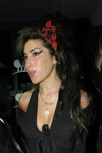 """Foto naujienai: Amy Winehouse susišlavė """"Grammy"""" apdovanojimus"""