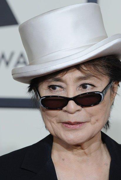 Foto naujienai: Yoko Ono į teismą padavė Lennon Murphy