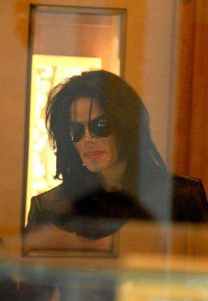 Foto naujienai: Michaelas Jacksonas (49) sugrįžta