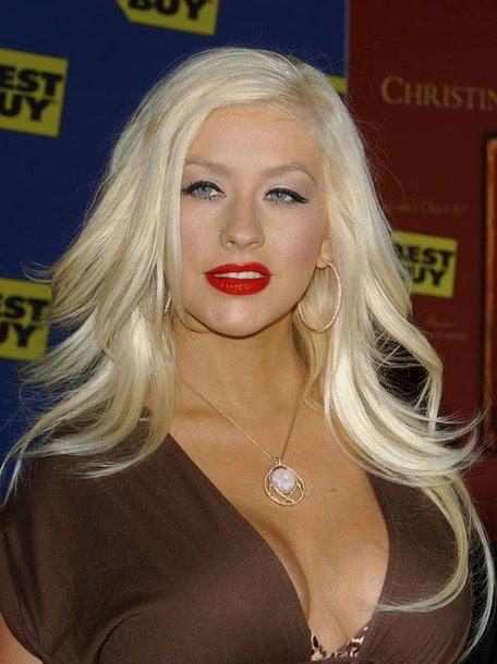 Foto naujienai: Ar Christina Aguilera maitina krūtimi?