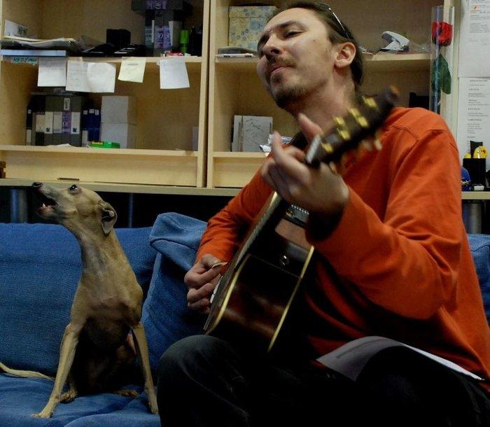 Foto naujienai: Marius Berenis-Tru dainavo su šuniu