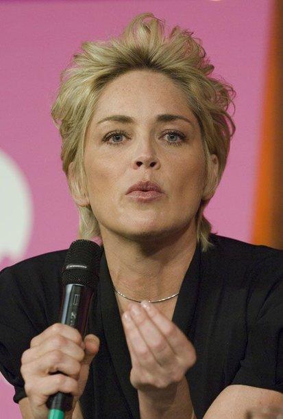 Foto naujienai: 50-metė Sharon Stone žymiąją sceną iš filmo pakartojo realybėje