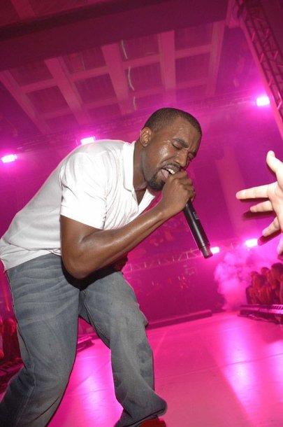 Foto naujienai: Kanye Westas: mane per ilgai maitino krūtimi