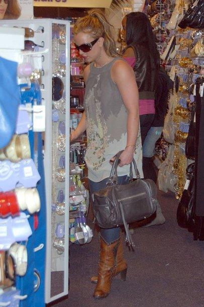 Foto naujienai: Britney Spears tėvas parduoda jos automobilius