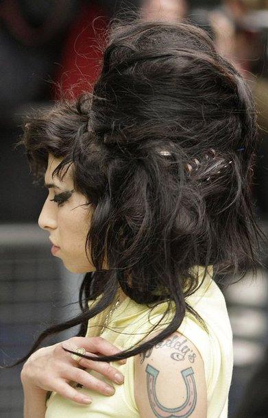 Foto naujienai: Amy Winehouse įrašinėja muziką Bondo tema
