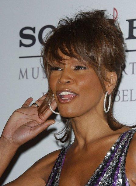 Foto naujienai: Whitney Houston koncerto metu prarado balsą