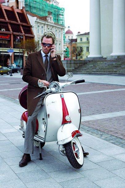 Foto naujienai: Linas Karalius ant antikvarinio motorolerio