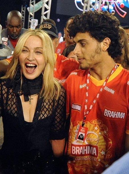 Tarp žiūrovų – Madonna ir Jesusas Luzas