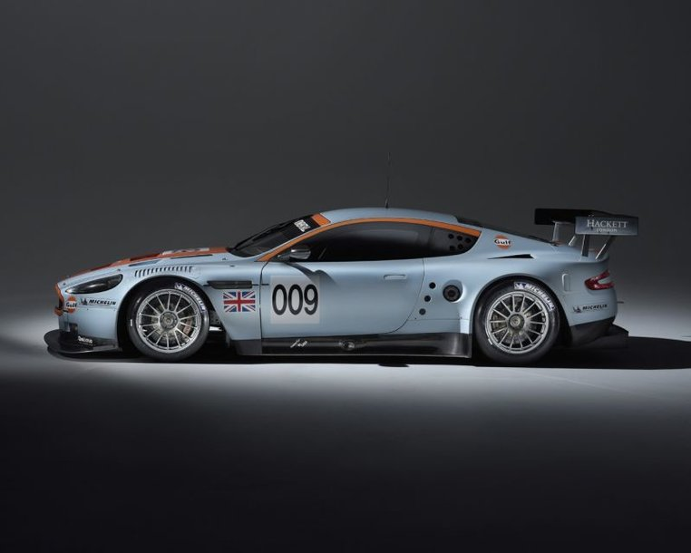 """""""Aston Martin"""" dalyvaus """"Formulės-1"""" lenktynėse"""