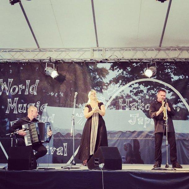 """Folk trio"" koncertuoja festivalyje Japonijoje"