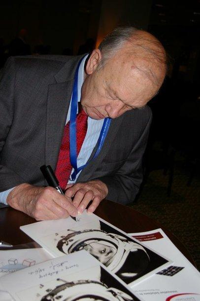 Pernai į SEMWO 2012 buvo atvykęs lietuvių kilmės kosmonautas Aleksejus Jelisejevas.