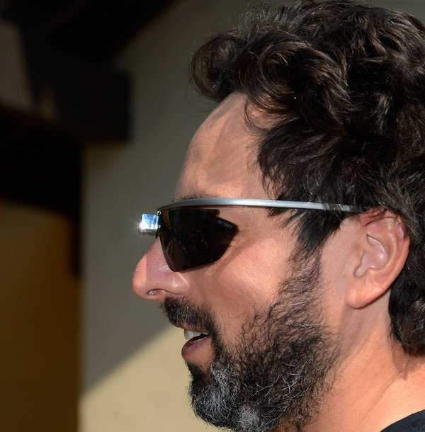 """""""Google"""" įkūrėjas Sergejus Brinas su """"Project Glass"""" interaktyviais akiniais"""