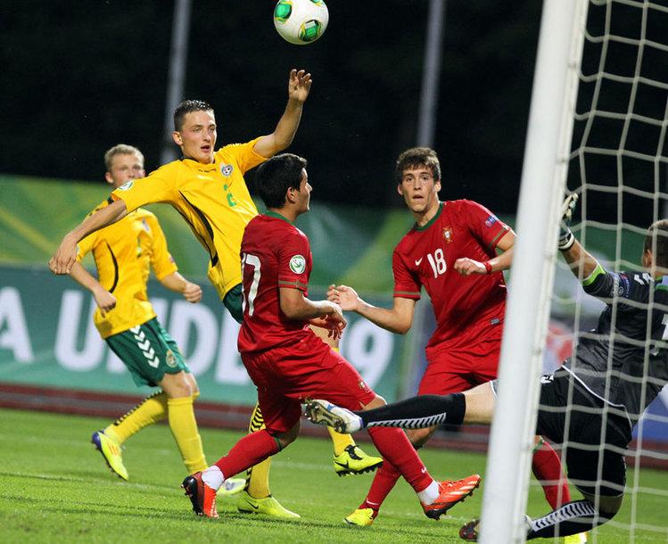 Portugalai pelno antrąjį įvartį į Lietuvos futbolo  devyniolikmečių rinktinės vartus