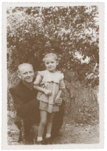 A.Ramanauskas-Vanagas su dukra Aukse 1953 m.
