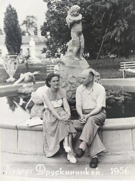 Rašytojas Juozas Baltušis su žmona aktore Monika Mironaite Druskininkuose 1956 m