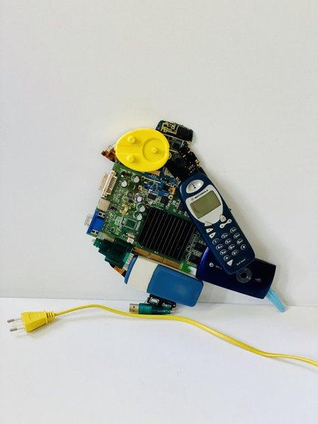 A.Kišonaitės iš elektronikos atliekų sumontuotas paukštis