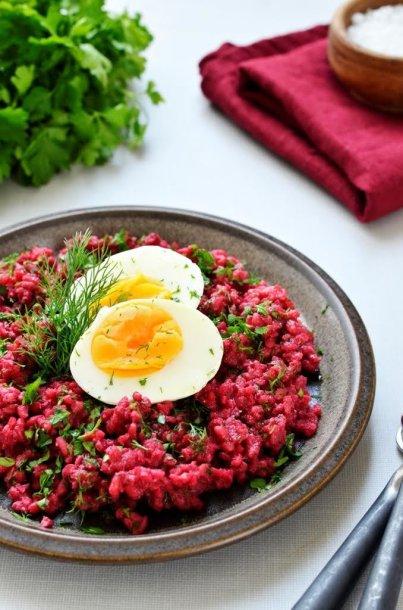 Bulguro salotos su burokėliais ir kiaušiniais