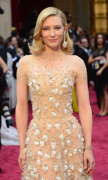 """Nominee for Best Actress in """"Blue Jasmine"""" Cate Blanchett arrives on the red carpet for the 86th Academy Awards on March 2nd, 2014 in Hollywood, California. AFP PHOTO FREDERIC J. BROWN"""