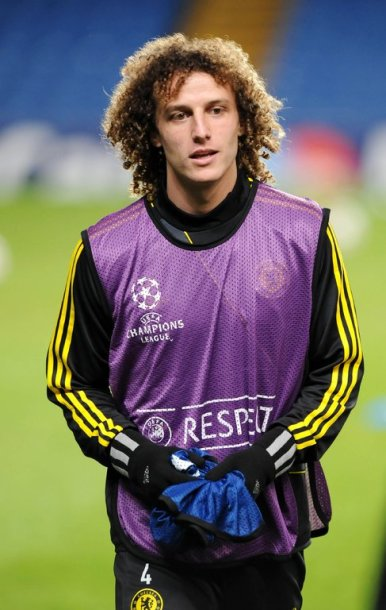 Chelsea's Brazilian player David Luiz looks on during a training session at Stamford Bridge in London, England on 6 November, 2012. Chelsea are due to play Shakhtar Donetsk in a UEFA Champions League group E football match on November 7, 2012. AFP PHOTO / Olly Greenwood