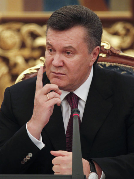 Ukrainian President Viktor Yanukovich gestures after a ceremony to sign bilateral documents with his Lithuanian counterpart Dalia Grybauskaite, in the Ukrainian capital Kiev, November 22, 2011. REUTERS/Gleb Garanich (UKRAINE - Tags: POLITICS)