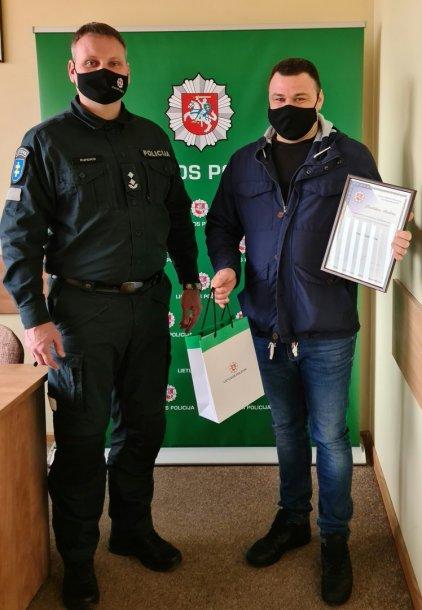 Už drąsą ir pilietiškumą Arną Vaitkevičių () asmeniškai pagerbė Prienų komisaras.