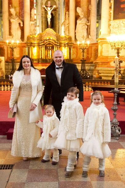 Jurgita ir Kristupas Krivickai su dukromis Atėne, Elada ir Fausta