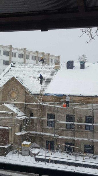 Darbas ant stogo ziema