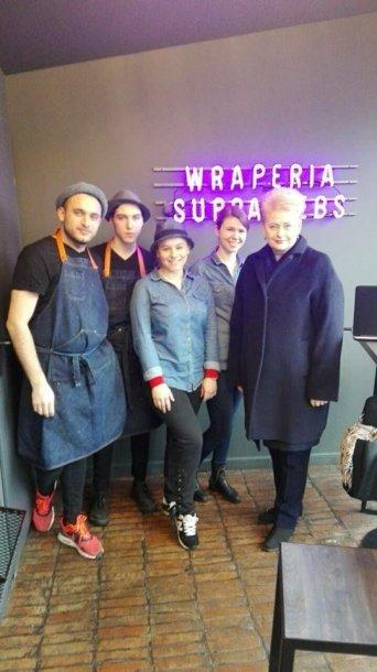 Dalia Grybauskaitė apsilankė vienoje Vilniaus kebabinių