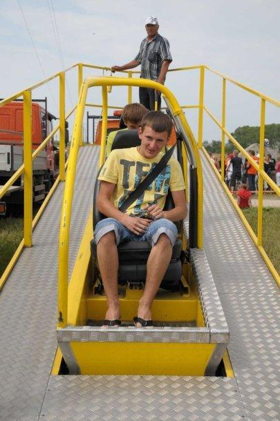 Lenktynių dienomis trasos prieigose žiūrovai galės išbandyti saugos diržų ir automobilio virtimo simuliatorius.