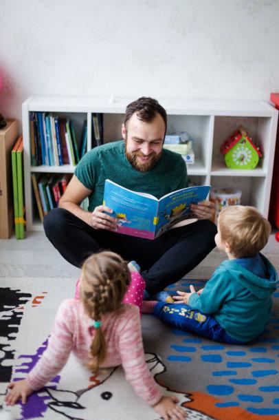Simonas Urbonas su vaikais