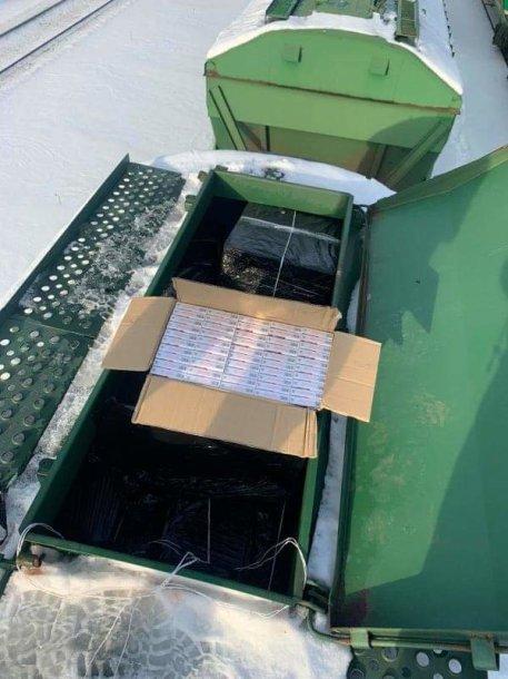 Bylos įkalčiai: cigarečių krovinys iš Baltarusijos gabentas vagone su trąšomis