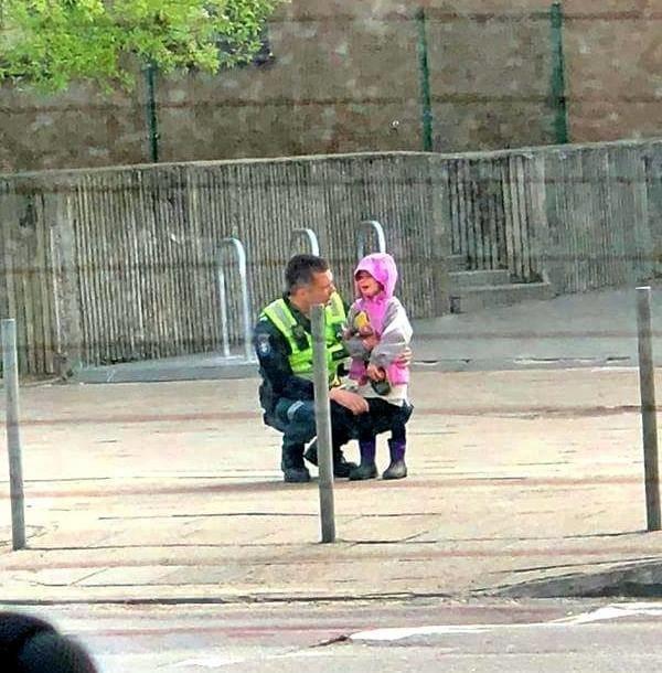 Vilniuje pasiklydusią mergaitę nuramino policininkas