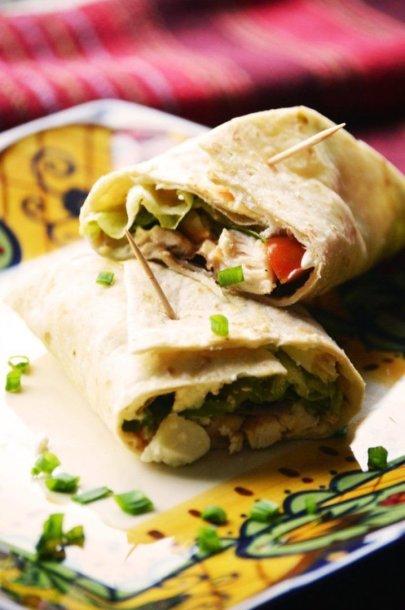 Tortilijos suktinukai su vištiena ir šviežiomis daržovėmis