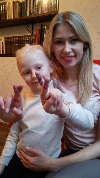 Sandra Daukšaitė-Petrulėnė su dukra