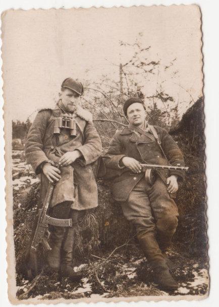 Kazimieras Kontrimas-Montė (kairėje) ir Pranas Končius-Adomas. Fotografuota apie 1951 m.