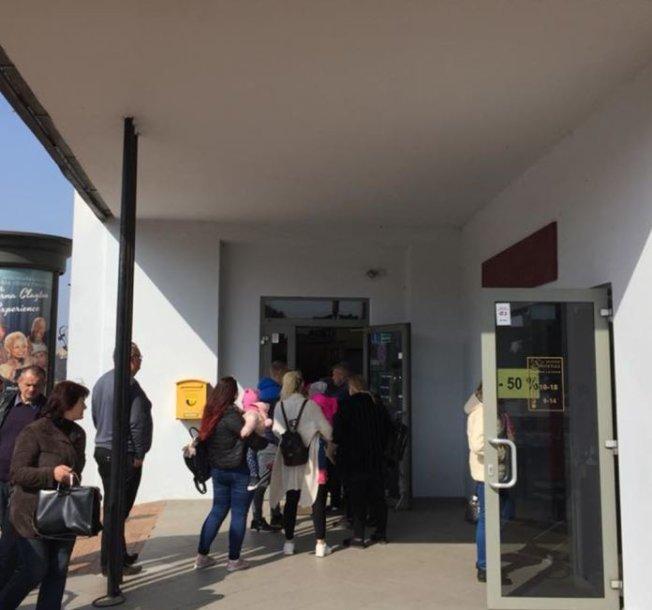 Eilės prie pašto Alytuje