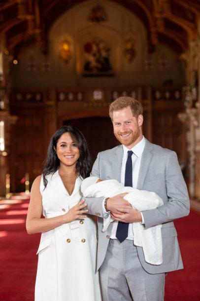 Princas Harry ir Meghan Markle pasauliui pristatė savo kūdikį