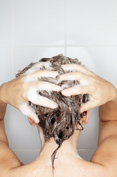 Plaunami plaukai