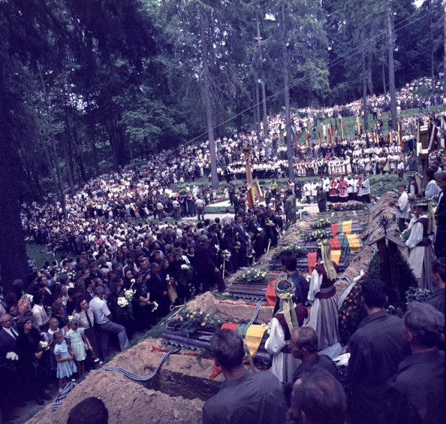 Medininkų žudynių aukų laidotuvės Antakalnio kapinėse (1991 m.)