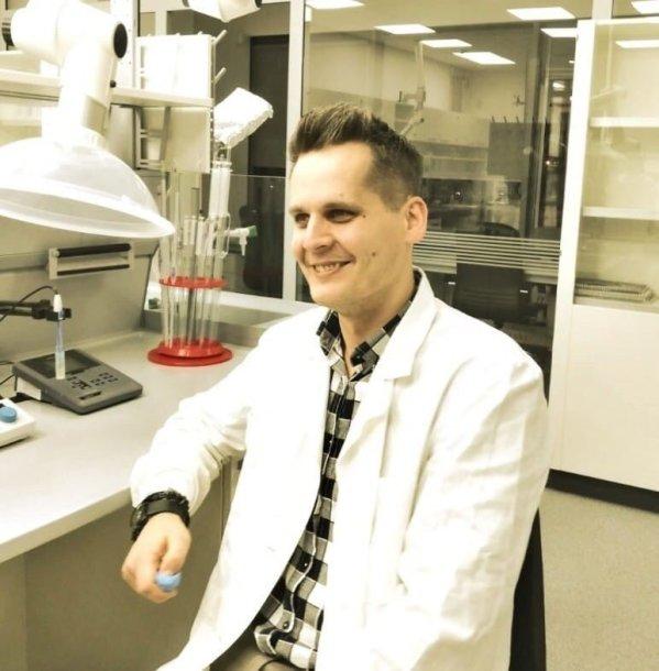 Kvepalų tyrimo laboratorijoje akimirkos.