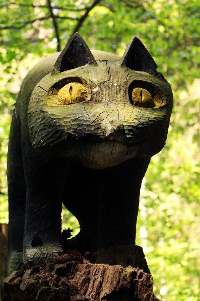 Viena iš medinių parko skulptūrėlių