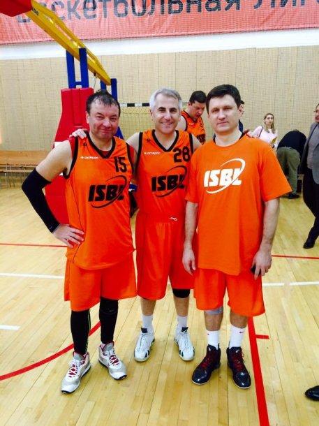 V.Ušackas žaidžia krepšinį Rusijoje