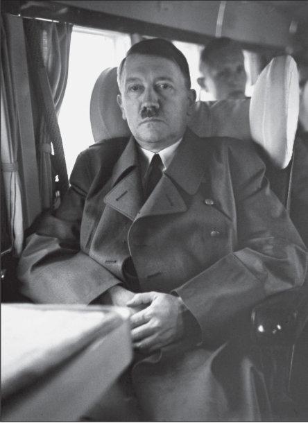 Adolfas Hitleris lėktuve, skrendančiame į Berghofą 1943 birželį