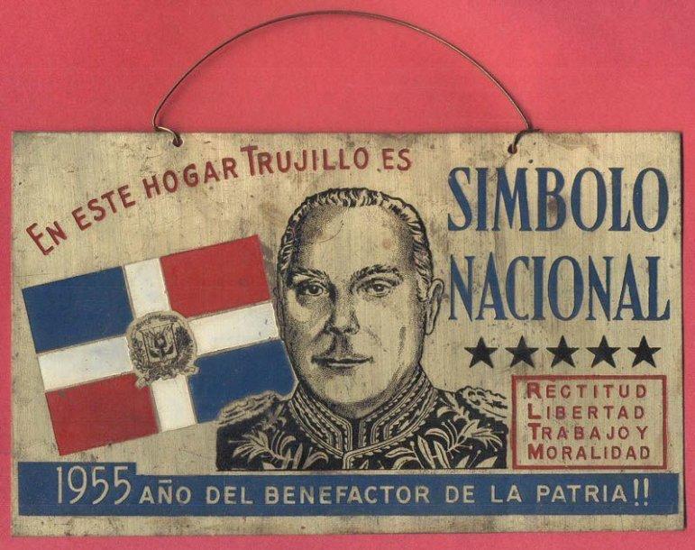 """Rafaelio Trujillo epochos ženklas: """"Šiuose namuose Trujillo yra nacionalinis simbolis"""""""
